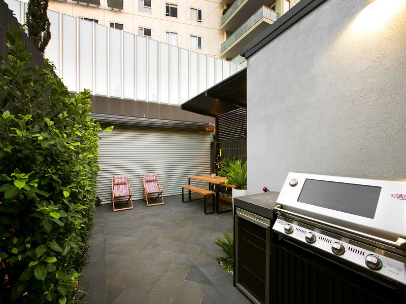 outdoor kitchen and BBQ area